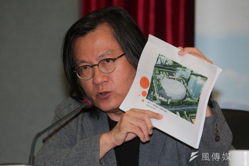台北市副市長鄧家基與都發局長林洲民說明大巨蛋勒令停工原因,圖為都發局長林洲民。(余志偉攝)