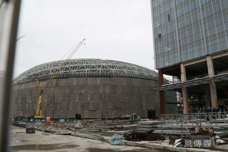 北市府近期將舉辦「專家技術會議」,討論拆商場與拆巨蛋這2個方案要如何落實。(資料照,余志偉攝)