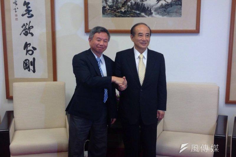 前衛生署長楊志良25日拜訪立法院長王金平,坦承初選敗選。(羅暐智攝)