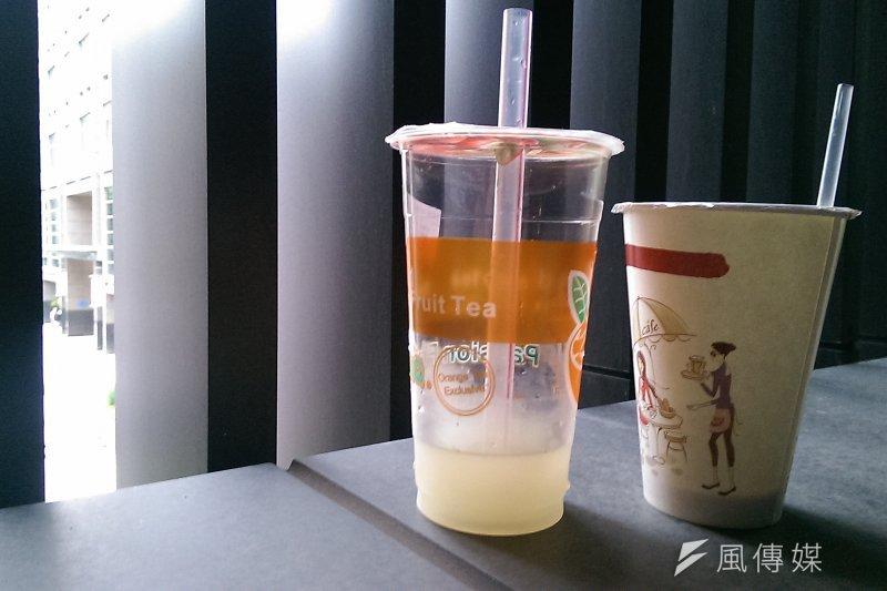 衛生福利部食品藥物管理署要求資訊透明,於31日明訂連鎖手搖飲料店業者,必須以立牌或菜單標示茶、咖啡原產地,對於手搖杯飲料。(資料照,方炳超攝)