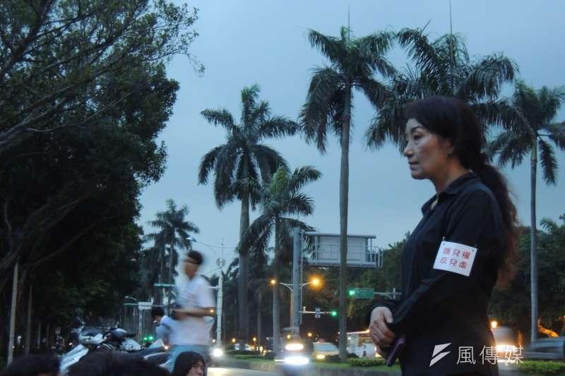 北投割喉案後,王昊姑姑王薇君號召群眾在立院前靜坐;廢死議題-葉瑜娟攝