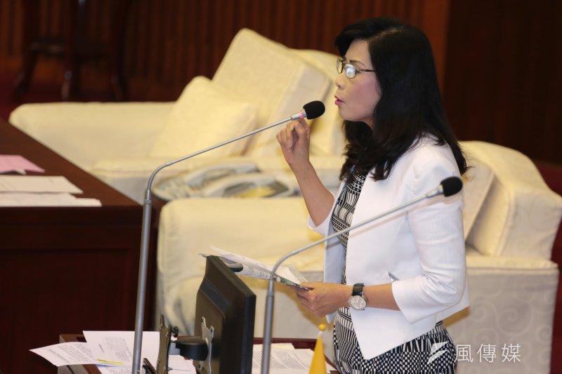 市議員秦慧珠針對護童專案質詢柯文哲,痛批柯批鬧烏龍。(余志偉攝)