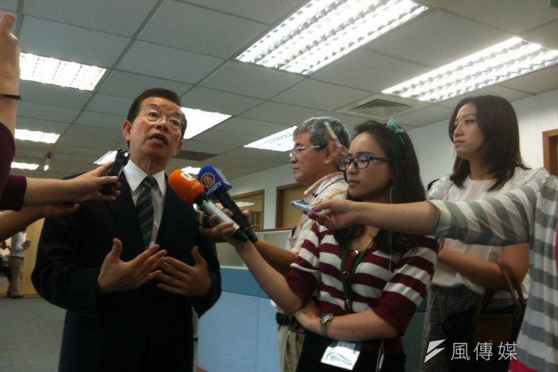 民進黨前主席謝長廷出席中常會。(顏振凱攝)