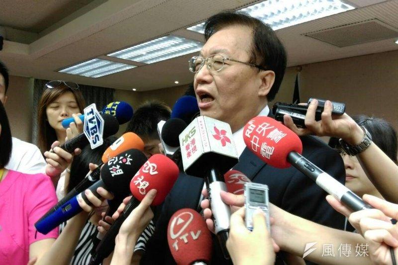 立院通過軍人節放假,內政部長陳威仁表示有違立院決議。(周怡孜攝)