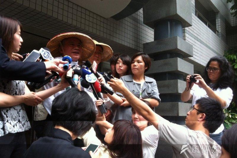 民進黨前主席林義雄4日上午發表給現任主席蔡英文的一封信,並對先前被他驅趕的中時記者道歉。(顏振凱攝)