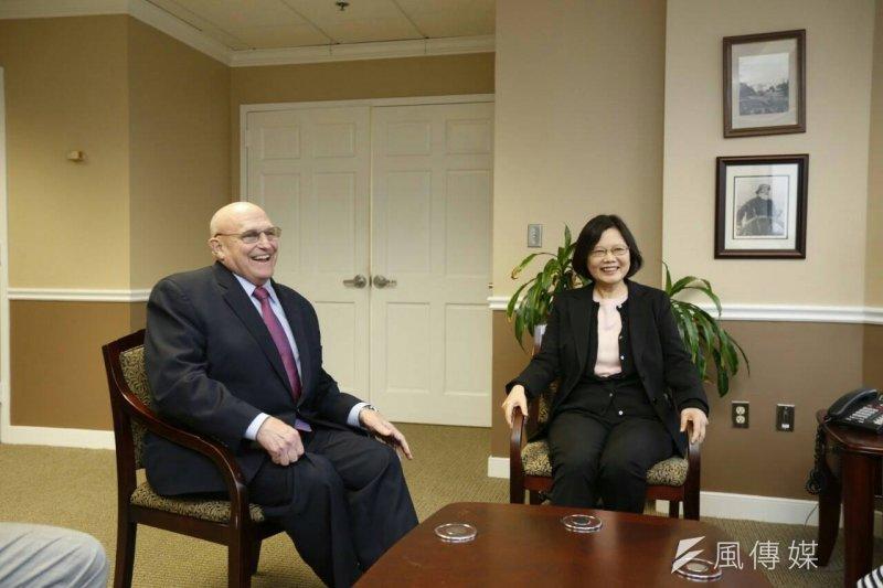 民進黨黨主席蔡英文4日拜會美國前副國務卿阿米塔吉