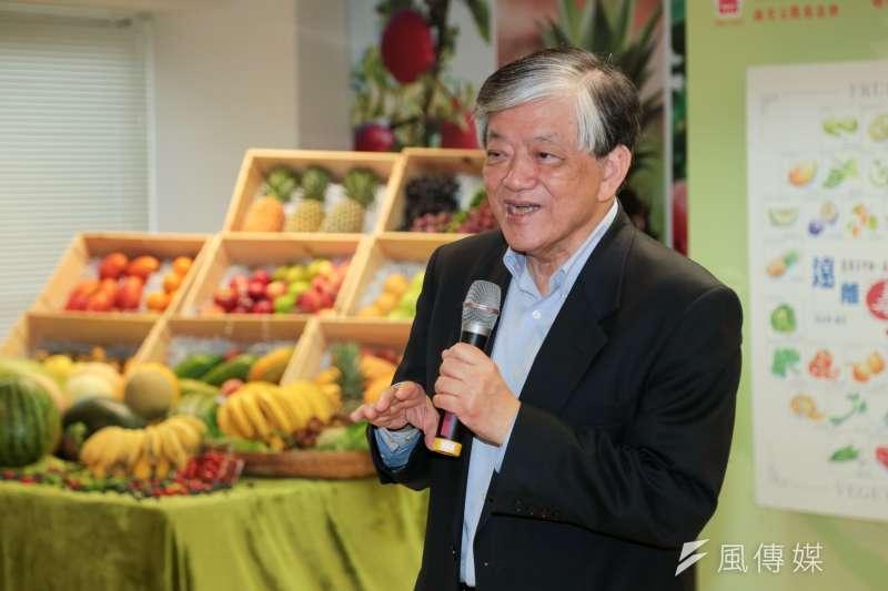 義美總經理高志明宣布,義美決定花825萬元,以每公斤33元,收購250公噸台灣火龍果。(資料照,余志偉攝)