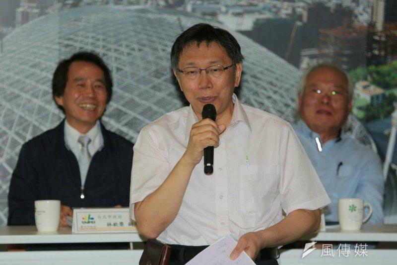 台北市政府13日上午舉辦「大巨蛋園區防災避難安全研討會」,台北市長柯文哲認為大巨蛋是「複雜的政商關係」所致。(余志偉攝)