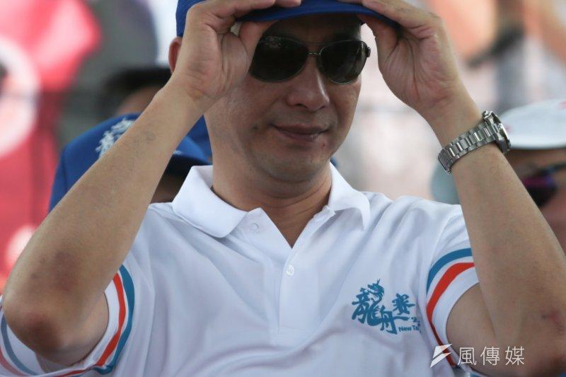 國民黨主席朱立倫主持新北市議長盃第五屆龍舟錦標賽開幕典禮,但外界焦點仍是洪秀柱。(余志偉攝)