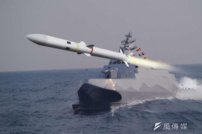 劍二海射型防空飛彈原規劃今年安裝於沱江艦上進行測試,目前已暫緩實施。(朱明攝、國防部提供/影像合成:風傳媒)