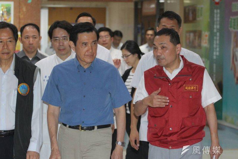 馬英九總統與新北市副市長侯友宜前往馬偕醫院探望八仙樂園爆炸案傷患。(葉信菉攝)
