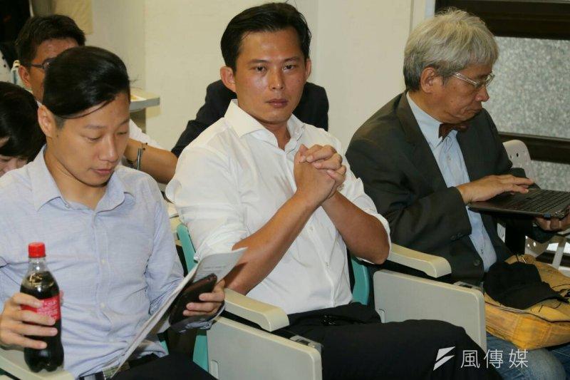 新政黨時代力量28日在台大法學院舉辦首波政見發表會,左起林昶佐、黃國昌、馮光遠。(吳逸驊攝)