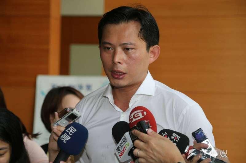 新政黨時代力量28日在台大法學院舉辦首波政見發表會,黃國昌受訪。(吳逸驊攝)