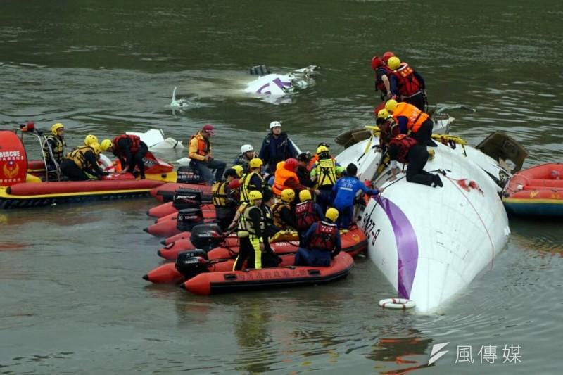 2月復興航空墜毀基隆河。(資料照,蘇仲泓攝)