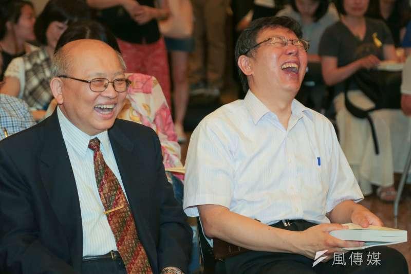 20150704-012-柯文哲出席陳耀昌《島嶼 DNA》新書發表會,柯文哲(右)與陳耀昌-余志偉攝.jpg