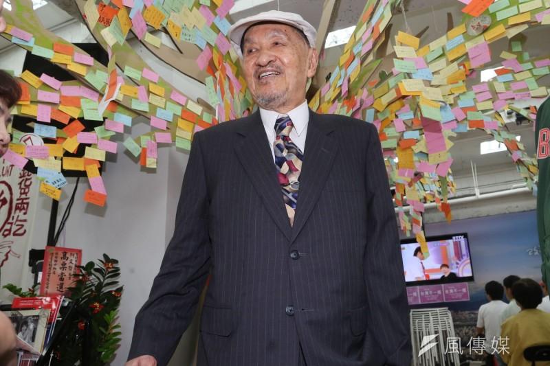 2014年11月,彭明敏現身柯文哲總部幫柯文哲加油打氣(余志偉攝)