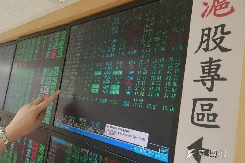 中國股市、亞股接連重挫,牽動台股於8日跌破9000點大關。(吳逸驊攝)