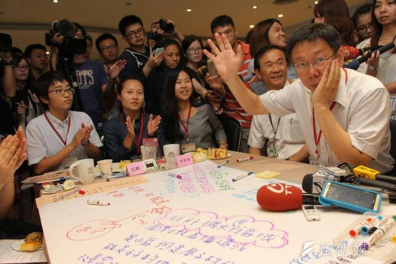 台北市長柯文哲9日下午出席大學生公民咖啡館活動,談到實習該不該有薪水問題。(葉信菉攝)