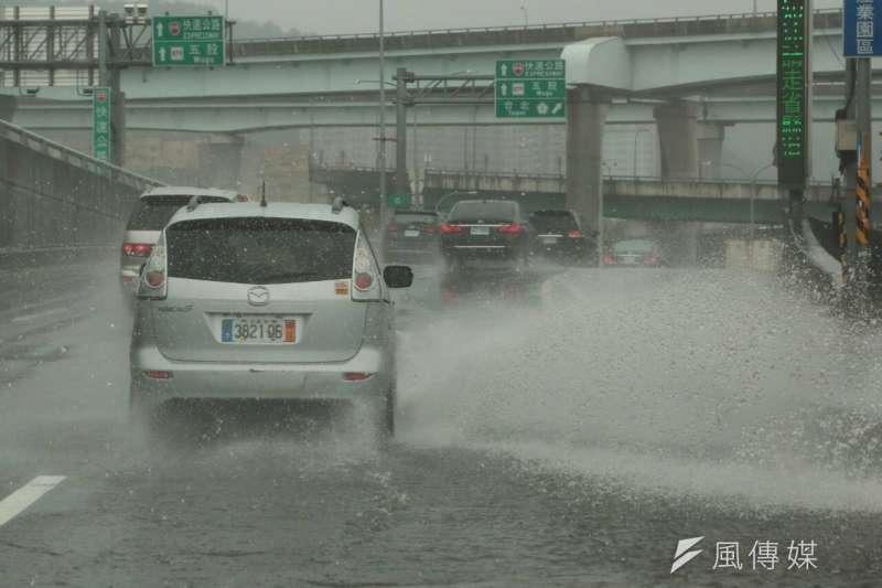 颱風來襲,某些地區可能會放颱風假。(余志偉攝)