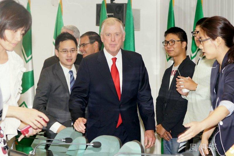 美國前副總統奎爾拜訪民進黨黨主席蔡英文。(蘇仲泓攝)