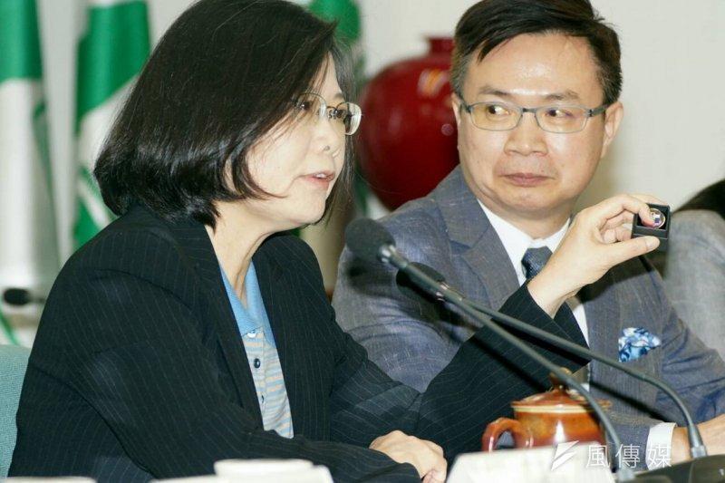 民進黨國際事務部主任黃志芳(右)評論歐習會,認為應該關注經濟面向。(資料照片,蘇仲泓攝)