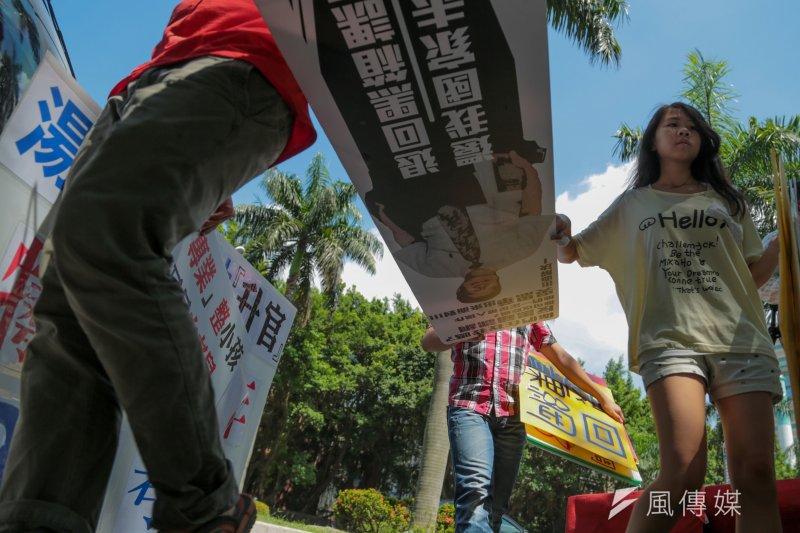反課綱抗議學生在教育部前(余志偉攝)