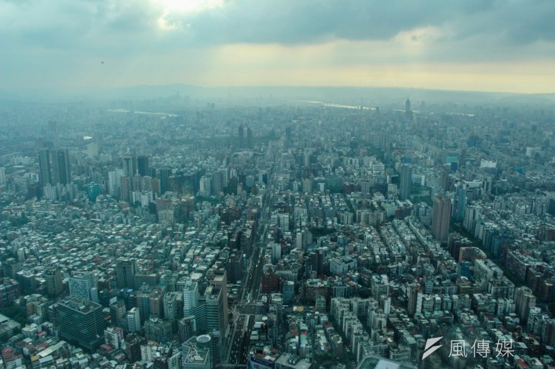 台北由於有23萬棟水泥建築,導致熱島效應嚴重,北市環保局就宣布將與中研院合作,推動「熱危害指數」希望可以有效降低熱傷害的威脅。(資料照,葉信菉攝)