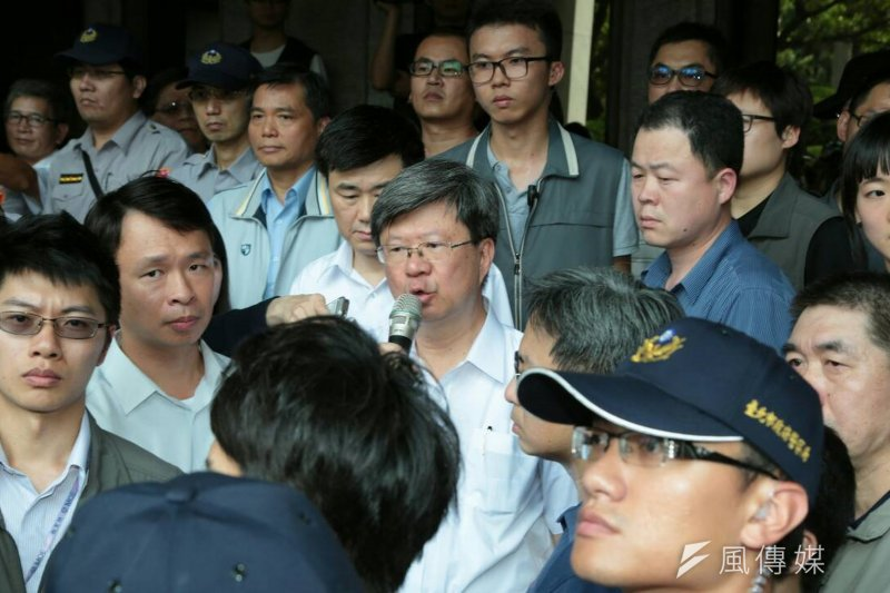 教育部長吳思華今日上午參加國民黨團會議時,透露辭意。(資料照片,余志偉攝)