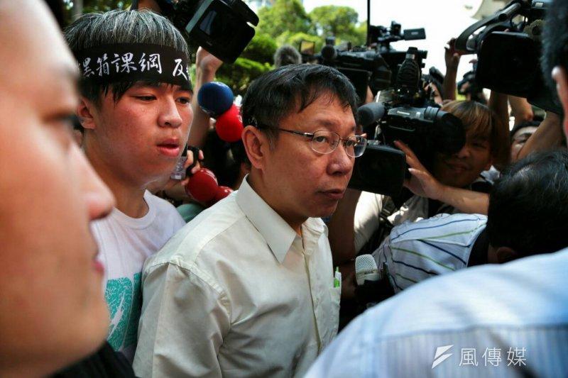 台北市長柯文哲今日下午和反課綱學生代表會面,希望在颱風來襲前,學生能先撤離。(資料照片,余志偉攝)