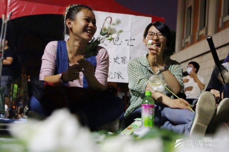 反課綱學生7月31日深夜仍留在教育部。(蔡耀徵攝)