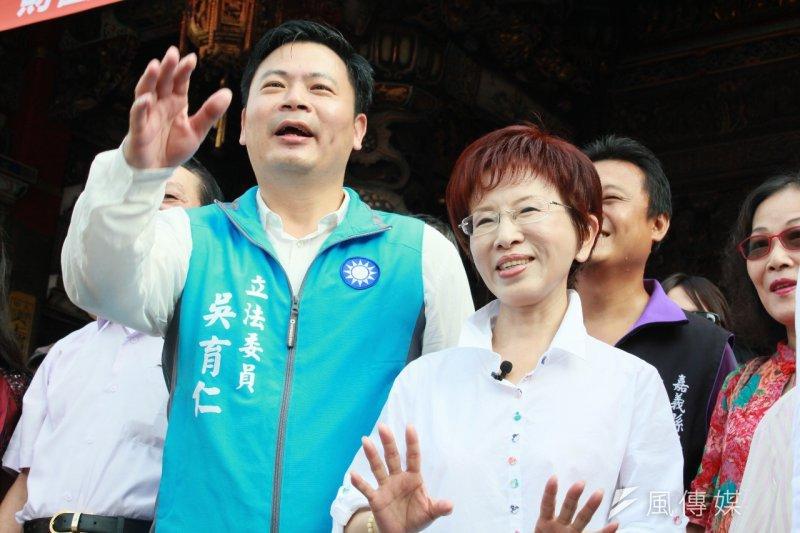 國民黨總統參選人洪秀柱31日上午南下到嘉義,由立委吳育仁陪同。(周怡孜攝)