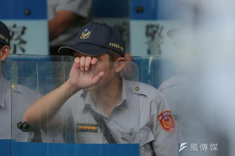 男性員警葉繼元因為蓄長髮綁馬尾,因違反髮禁被記滿18支申誡而面臨免職。(余志偉攝)