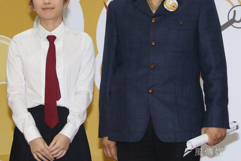 台北市長柯文哲關注酒駕議題,圖為柯文哲(右)年初與雞排妹(左)出席防制酒駕記者會。(資料照,楊子磊攝)