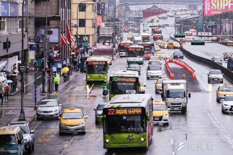 北市公運處指出,業者雖有權要求調整運價,但仍需送市府及提報審議委員會,待市議會核准後才可能調整。(資料照,林韶安攝)