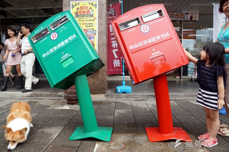 歪腰郵筒成為今年學測作文考題,張大春直批「題目出太爛」。(資料照,蘇仲泓攝)