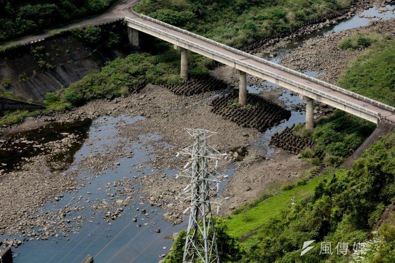 針對颱風過後原水濁度飆高,成大環工系教授葉宣顯提出幾點建議。(余志偉攝)
