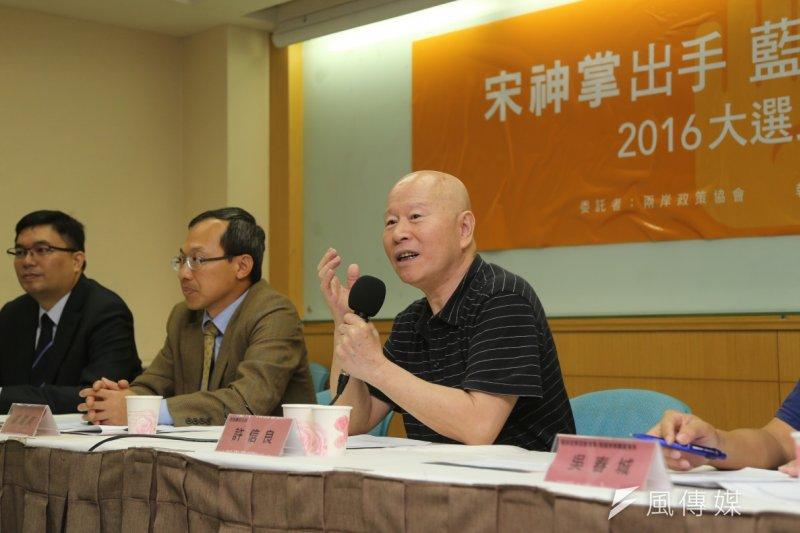 兩岸政策協會10日公布最新民調,蔡英文仍穩居領先,墊底的則是洪秀柱。(吳逸驊攝)