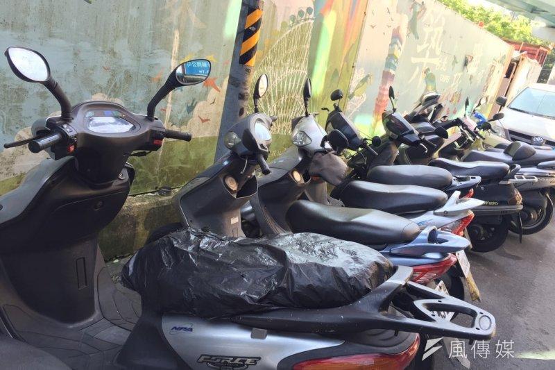 要整治空污,與其補助淘汰舊車,不如加嚴中古車汙染標準。(資料照片)
