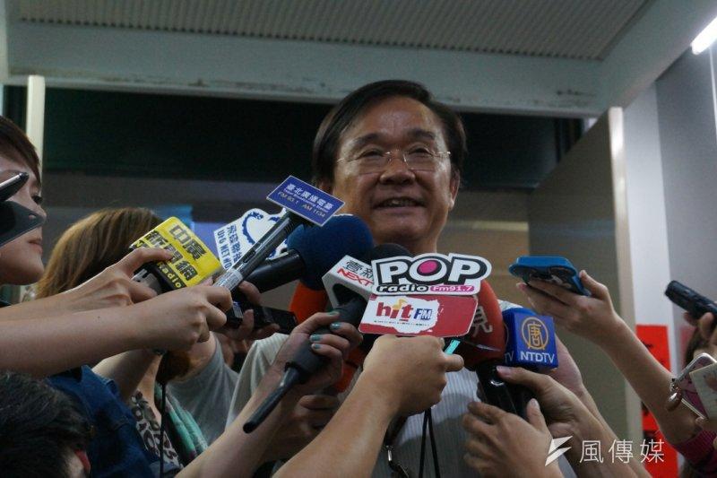 北市教育局長湯志民也到場表示,願意公開外界爭議的黑箱程序會議記錄,只不過最終的權責在教育部。(王彥喬攝)