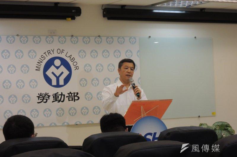 勞動部長陳雄文表示,基本工資等待第三季、第四季經濟指標出來後,再決定是否調整。(葉瑜娟攝)