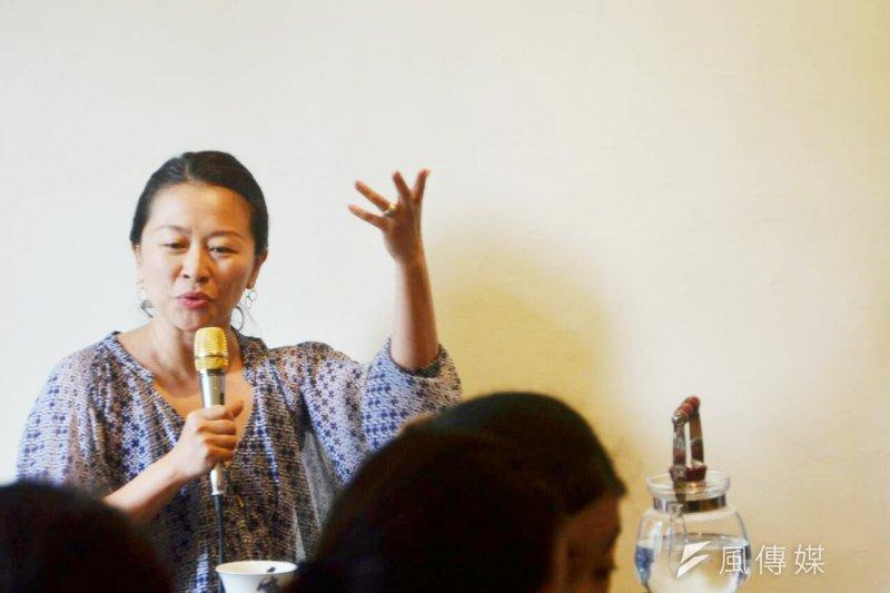 旅美藝術家孫采華出版自傳性著作《5.4的幸運》,描寫曾經在台灣、美國、中國、紐西蘭之間的飄流,帶給她深層的人生焠煉。(林彥呈攝)