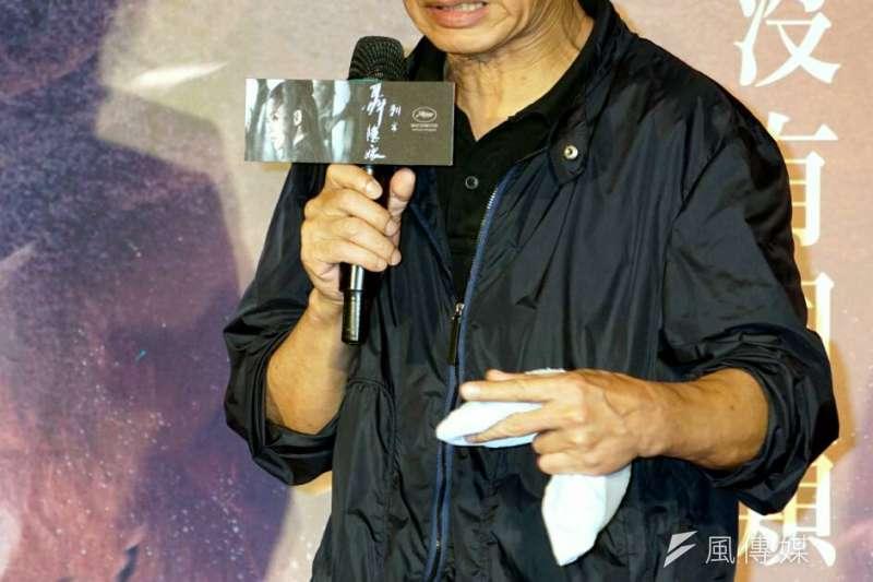 聶隱娘首映會上,侯孝賢對電影上映在即,直呼很緊張,怎麼辦。(蘇仲泓攝)