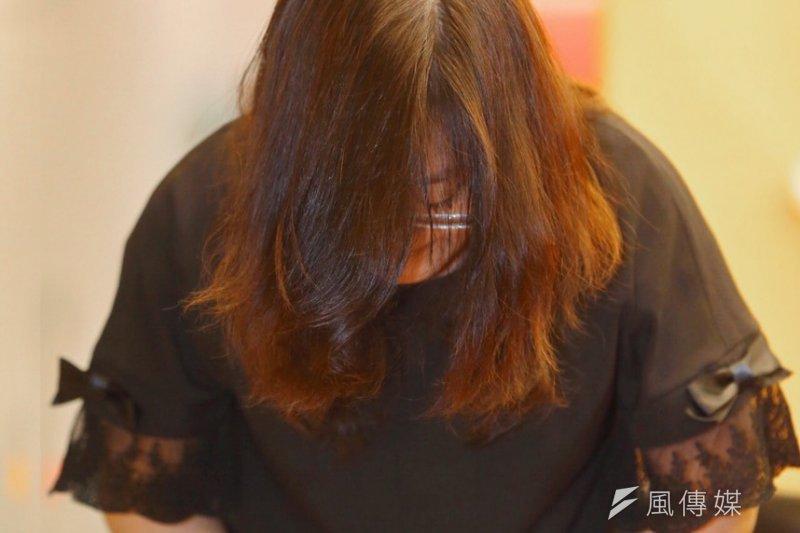 波多野結衣悠遊卡引發爭議,波多野結衣經紀人呂季樺上周公開對外鞠躬道歉。(蔡耀徵攝)