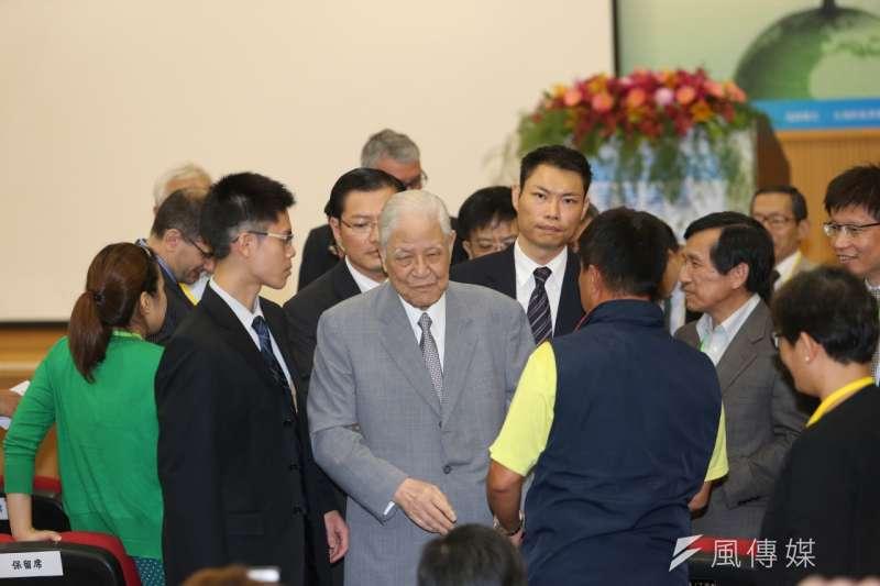 李登輝前總統29日上午應邀出席「台灣氫能經濟發展策略論壇」(吳逸驊攝)