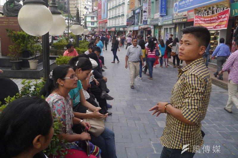 首都甘托克商業街:多元民族風貌的城市。(陳牧民攝)