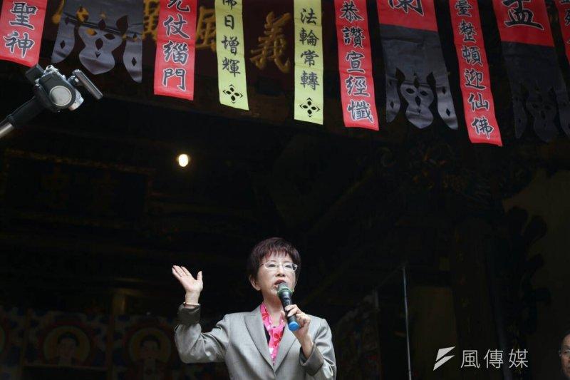 洪秀柱赴新竹義民廟後,半夜宣布暫停競選公開行程。(吳逸驊攝)