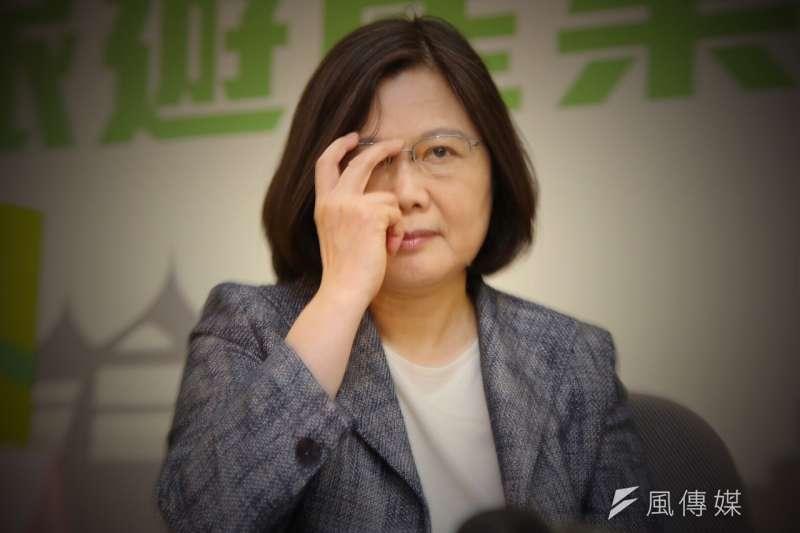 總統蔡英文14日她前往新竹市視察「國家太空中心」。(資料照,蔡耀徵攝)