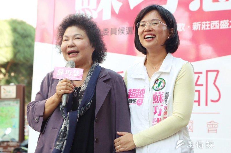 新北市第五選舉區候選人蘇巧慧(右)擺脫「政二代」包袱,終於突破重圍,一舉打敗國民黨對手黃志雄。(資料照,林俊耀攝)