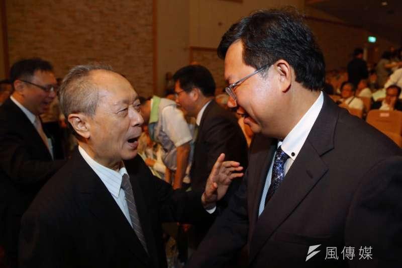 民進黨全代會,前立委黃主文(左)與桃園市長鄭文燦(蔡耀徵攝)