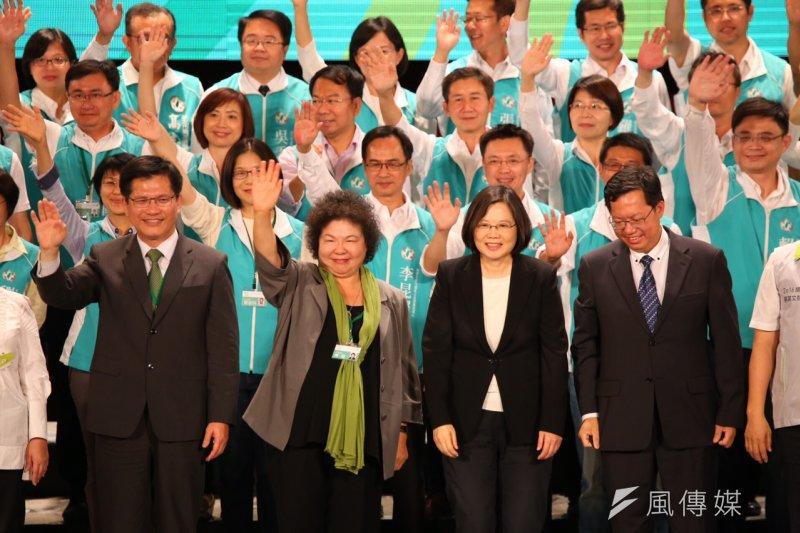 民進黨全代會,前排左起林佳龍、陳菊、蔡英文、鄭文燦(蔡耀徵攝)